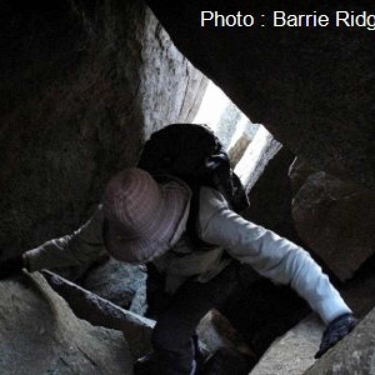018 A cave on Apollo Hill