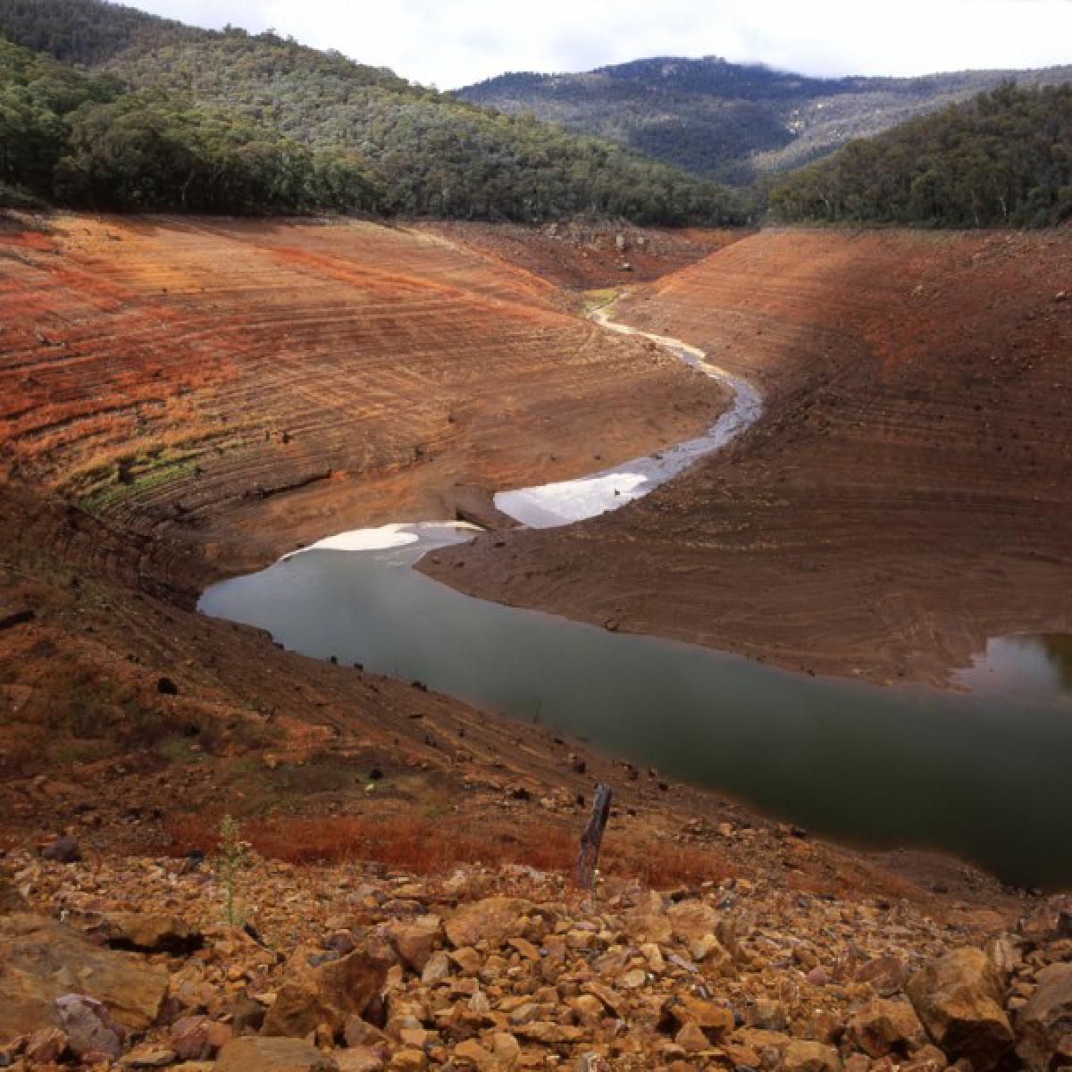 Kangaroo Creek flows into Corin Reservoir - April 2007