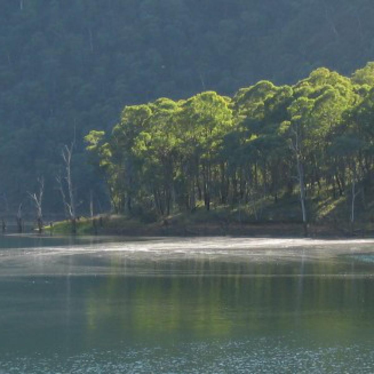 Special light on Talbingo Reservoir - Kosciuiszko National Park