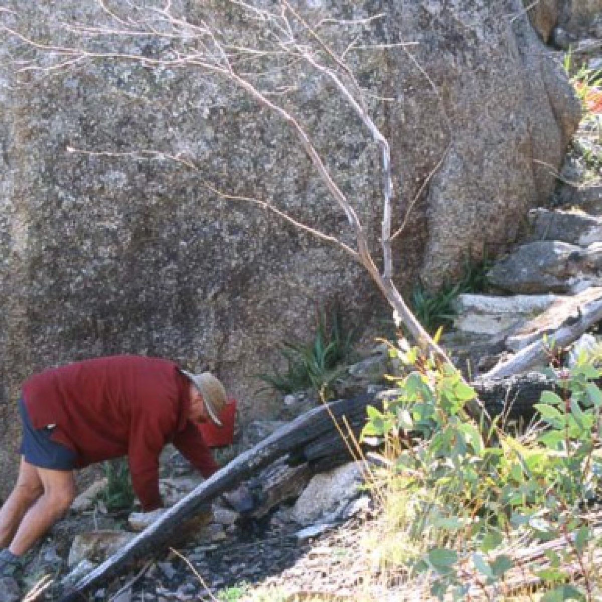 Mike & Steve try their hand at stone masonry on the Yerrabi Track